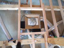 床下に設置したダクトと熱交換器
