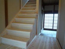 緩勾配に付け替えて上りやすくなった階段