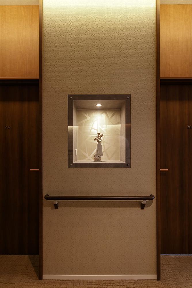 2階 廊下(飾り棚)